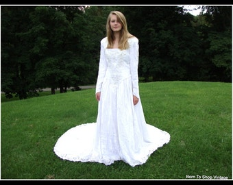 vintage wedding gown,White, velvet,  Renaissance, Gothic, Celtic, winter wedding gown,  Alfred Angelo, made USA, Size small