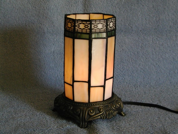 Accent Lamp Stained Glass With Cast Metal Base