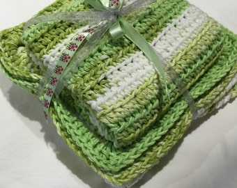 Set of 2 pot holders, 2 dishcloths, and hand towel