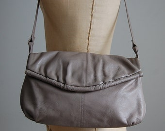 1970s vintage taupe leather purse | envelope shulder bag