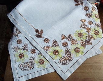 Vintage Natural Linen Table Runner with Floral Embroidery, Swedish Vintage 1960s.