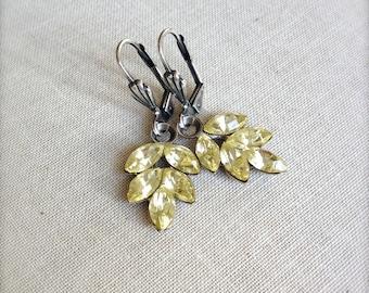 Pale lemon crystal leaf earrings, vintage, jonquil, yellow, buttercup, bridesmaid earrings, set, bridesmaid gift, rustic wedding, pastel