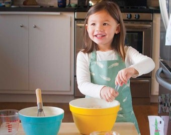 ORGANIC Montessori Apron for Toddlers & Kids | Spruce Feathers ap034m
