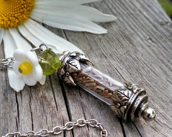 Free As A Daisy Seeds Necklace