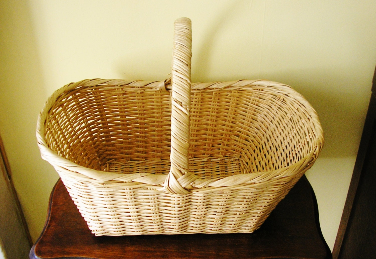 vintage rustic wicker basket with handle picnic by theirishbarn. Black Bedroom Furniture Sets. Home Design Ideas