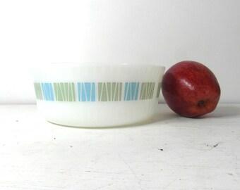 Pyrex matchmaker serving bowl, baking dish, mixing bowl. J&J English vintage.