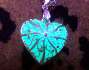 Glowing Heart Necklace, Glow Necklace, Glow in the Dark Jewerly, Glow Pendant, Heart Necklace, Heart Pendant