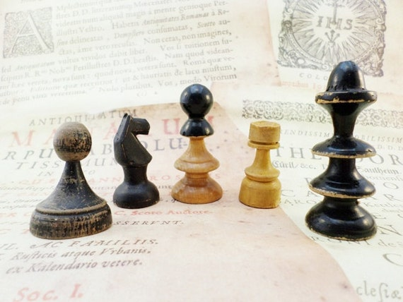 Wooden Chess Pieces Vintage Style Set Of 5 Pieces Collectible
