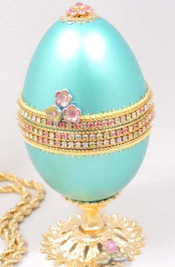 Egg wedding ring holder