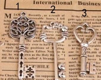 10pcs of antique silver  key chaem pendant