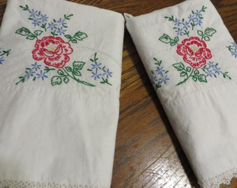 Set Vintage Pillow Cases  //  Tatting around the Edges  //  Hand Embroidered  //  Cotton Pillow Cases