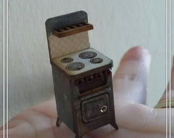 1/48 dollshouse miniatures 1/4 old cooker hand painted. This listing is only for the cooker.