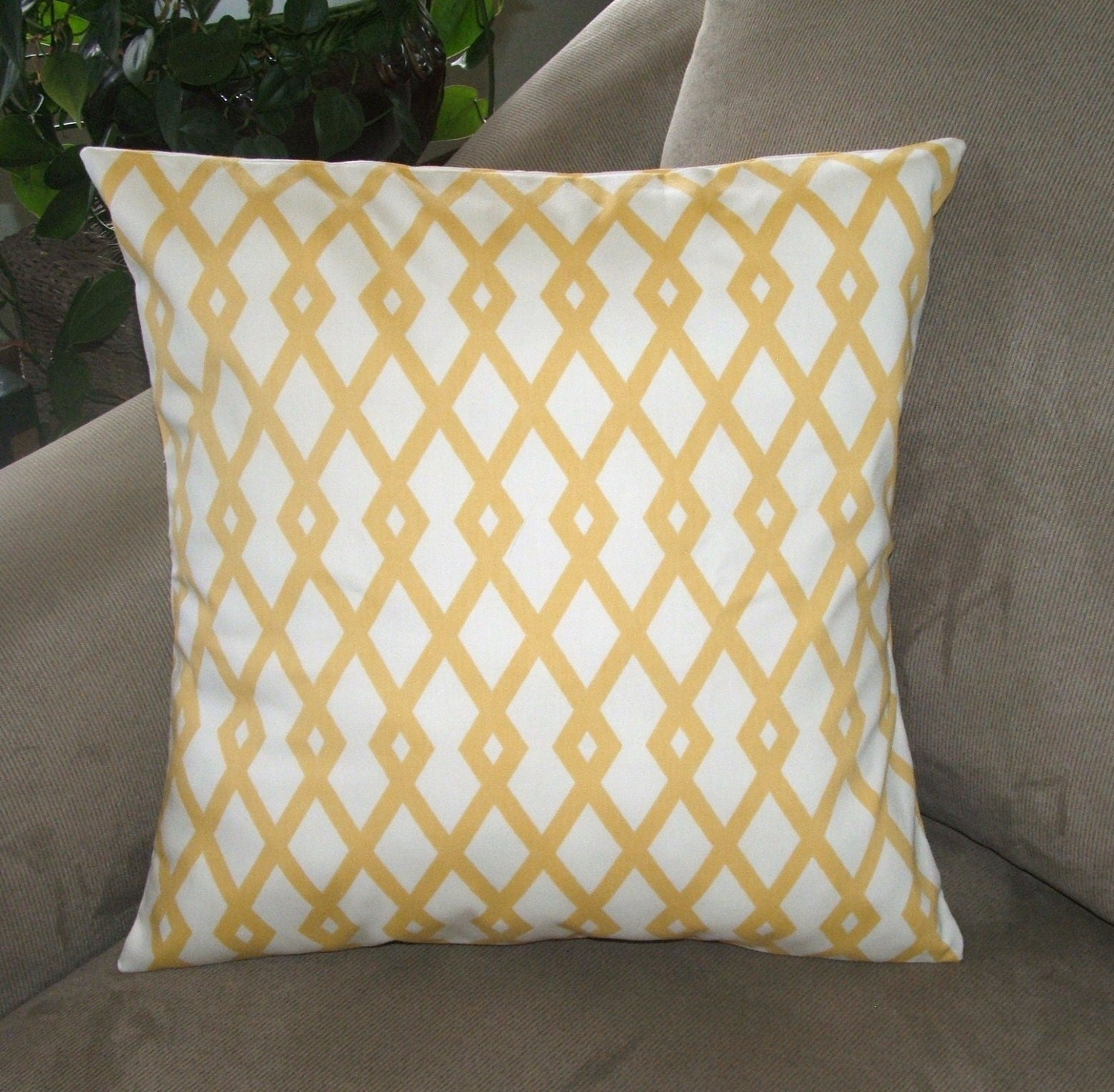 Gold and White Geometric Pattern Decorative Pillow Cover