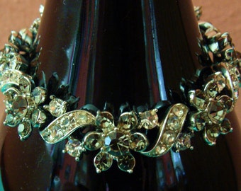 Vintage Lisner rhinestone flower bracelet