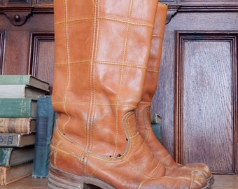 Vintage 1970'S boots USA Wrangler Tabacco Leather quilted grid stacked heel hippie Campus Boots SIZE 9 Rugged