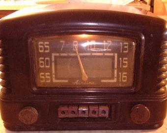 "Retro Dark Brown Bakelite ""Airline"" 5-Tube Radio - Montgomery Wards - 1945 - Art Deco"