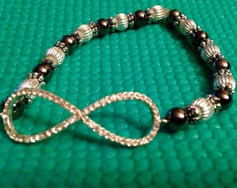 Infinity link bracelet, silver and pewter beads , stretch bracelet , rhinetstone infinity link, women's beaded bracelet, fashion jewelry