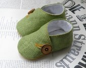 Linen burlap Baby  shoes/ Chartreuse baby slippers/ Toddler botties