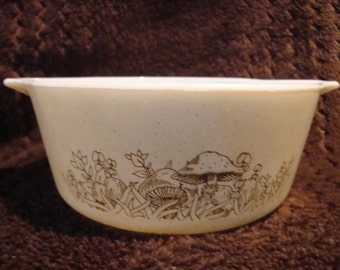 FREE SHIPPING Pyrex Forest Fancies #472
