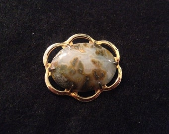 Vintage Unmarked 10K Gold Brooch with Natural Stone