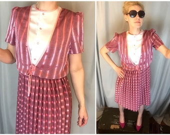 Pink Dress Satin Stripes Pleated Elastic Waist Bow Tie Buttons White Bodice Short Sleeves YeeTung Women's size 9 or SMALL