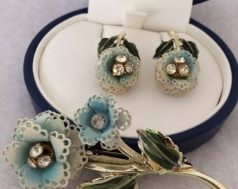 Lovely Vintage Costume Floral Flower Demi Parure Set Brooch Pin Matching Clip On Earrings Powder Blue Rhinestone Buds