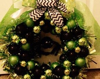 Halloween deco mesh/ornament wreath