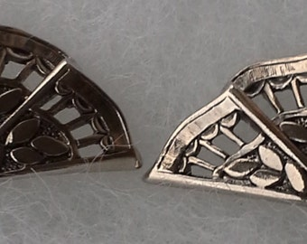 Vintage, ornate silver tone, tiny Hawaiian pearl, fan shaped earrings