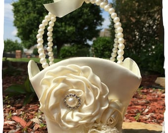 Small Ivory Flower Girl Basket, White Flower Girl Basket, Pearl Flower Girl Basket / Satin Flower Girl Basket