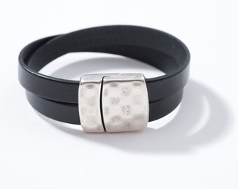 Bracelet black leather X, hammered, magnetic clasp