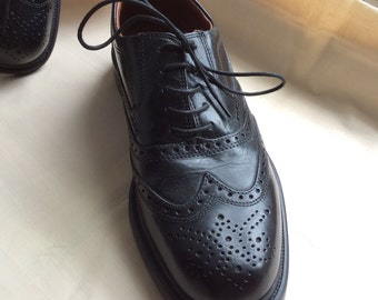 UK 7 EU 41 US 8 black leather lace up shoe, deadstock item. Oaktrak.