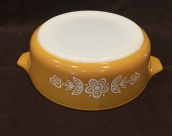 Vintage Pyrex Butterfly Gold 471 round baker