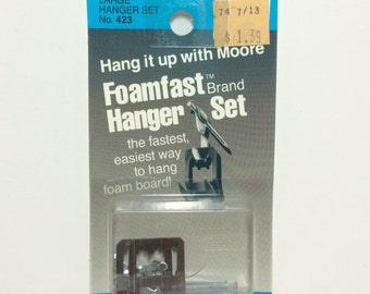 Moore No. 423 Foamfast Large HANGERS 2-Pack