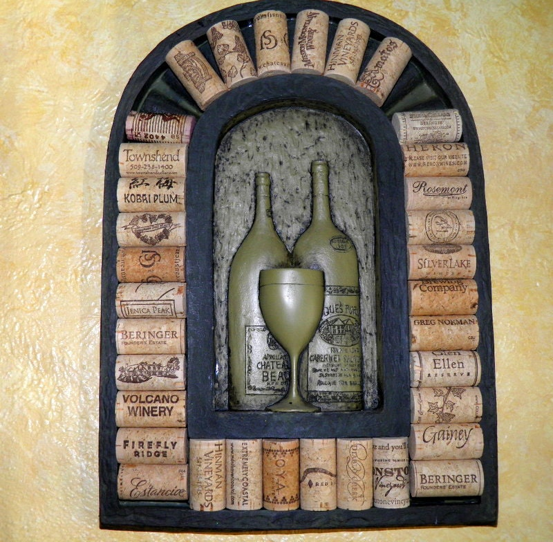 Fun Ways To Display Wine Corks: Vintage Wine Cork Display Wall Hanging