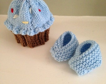 Cupcake Hat & Booties - SET