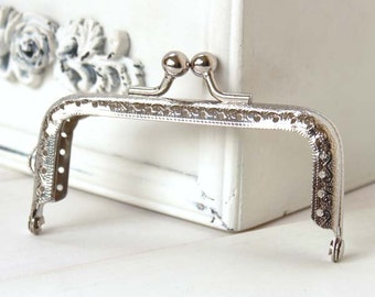 1 PCS of 3.3 inch / 8.5cm Square Embossed Classic Silver Metal Kisslock Purse Frame