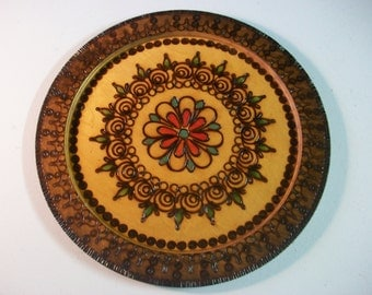 Round Carved Wood Plate, Vintage Floral Pattern Wooden Tray, Hanging Wood Flower Plate with Scroll Edges, Wall Decoration