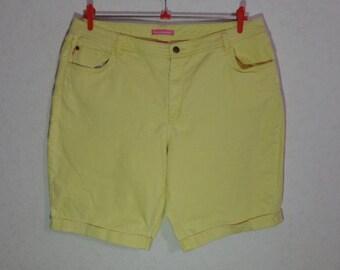 High waisted Women  denim yellow Shorts, size 18W,Modern fit