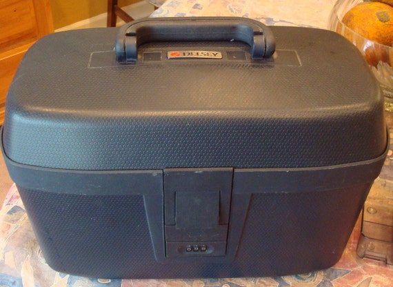 vintage delsey france train case vanity case overnight. Black Bedroom Furniture Sets. Home Design Ideas