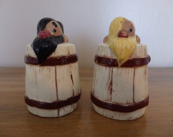Vintage hillbilly salt and pepper, Twin Winton Pottery Hillbilly Salt and Pepper Shakers from the 1940s.  Twin Winton Hillbilly collection