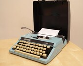 Wilding TW100  Vintage Typewriter  Portable Manual Typewriter Made in Japan