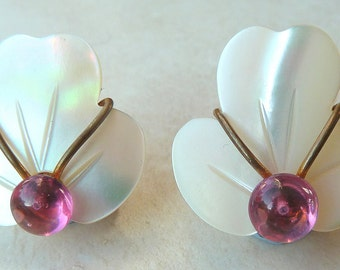 Vintage Mother Of Pearl And Pink Bead Floral Clip On 50's Earrings.