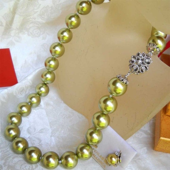 "Mallorca Pearl Necklace: Single Strand Majorca Pearl Necklace 19"" 17mm Green Olive"