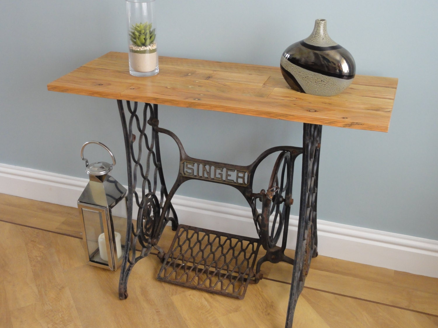 Sewing machine table made from a vintage cast iron singer - Table machine a coudre singer ...