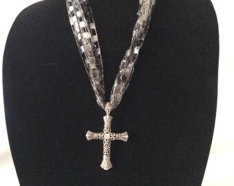 Laddar Yarn Necklace with Cross