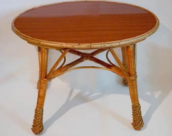 Small table in rattan and wicker