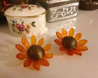 Vintage 1950's Amber Bakelite / Celluloid Clip On Sunflower Spring Earrings