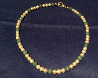 Jade green bead and pearl necklace