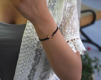 Karma bracelet - black macrame bracelet with a golden ring!