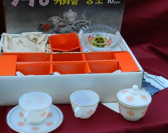 Vintage 16 Piece Korean Coffee Set Florid Pattern 6 Cups and Saucers Creamer and Sugar Bowls and 1  Ashtray      00321